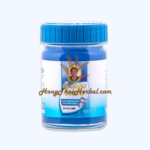 """<h2>Wangphrom BlueBalm (COOL) size 50 grams</h2><p><img src=""""https://images.accessories-product.com/imgProduct/UsHon-20181025154218724/UsHon-20181025154218724-20210617112707/Wtmk_8b7bf6d0-8b55-46ea-a89b-eb30d4e11982.jpg""""><br></p><p></p><p><span style=""""font-size: 18px;"""">Dr. Chalerm Wangprom Herbal Balm, Blue Balm, Cooling Formula, is a common home remedy, traditional medicine, for external use. Helps relieve aches and pains Relieve cold symptoms, nasal congestion, cure sprains, numbness, dizziness, apply to cure rashes and insect bites.</span><br></p><p><span style=""""font-size: 18px;""""><span style=""""font-weight: bold;""""><br></span></span></p><p><span style=""""font-size: 18px;""""><span style=""""font-weight: bold;"""">Indication :</span>For relief of dizzines and clear stuffy nose.</span></p><p><span style=""""font-size: 18px;""""><br></span></p><p><span style=""""font-size: 18px; font-weight: bold;"""">Ingredients:</span></p><p><span style=""""font-size: 18px;"""">Syzygium Aromaticum 50%</span></p><p><span style=""""font-size: 18px;"""">Menthol 16%</span></p><p><span style=""""font-size: 18px;"""">Clitoria Ternatea 10%</span></p><p><span style=""""font-size: 18px;"""">Petroleum Jelly 10%</span></p><p><span style=""""font-size: 18px;"""">Pogostemon Caslin 8%</span></p><p><span style=""""font-size: 18px;"""">Camphor 6%</span></p><p><span style=""""font-size: 18px;""""><br></span></p><p><span style=""""font-size: 18px; font-weight: bold;"""">Function :</span></p><ul><li><span style=""""font-size: 18px;"""">Relieve pain and tiredness.</span></li><li><span style=""""font-size: 18px;"""">Used for scratch, sprains, strains and stuffy nose.</span></li><li><span style=""""font-size: 18px;"""">Ship and sold by spicy served Thailand reliable trader.</span></li></ul><p><br></p><p><span style=""""font-size: 18px;""""><span style=""""font-weight: bold;"""">Direction: </span>Massaged to affected area as need. Rub the balm gently on affected area.</span></p><p><br></p><p><span style=""""font-size: 18px;""""><span style=""""font-weight: bold;"""">Precaution:</span>Consult your doctor before using """